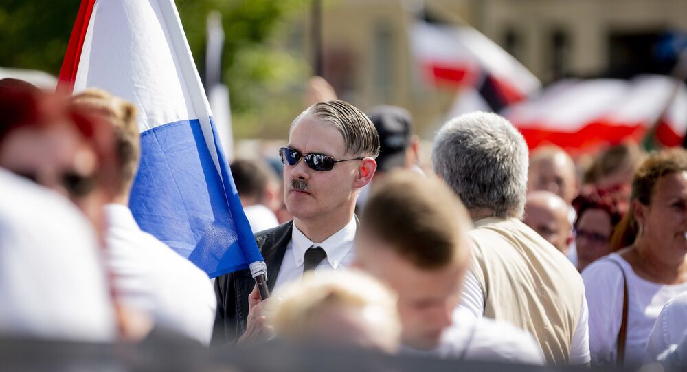 Marcha neonazista em Berlim, Alemanha.