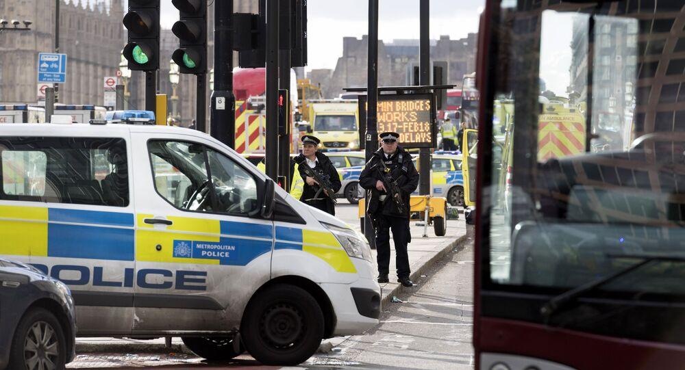 Policiais cercam o território perto do Parlamento do Reino Unido, em Londres (foto de arquivo)