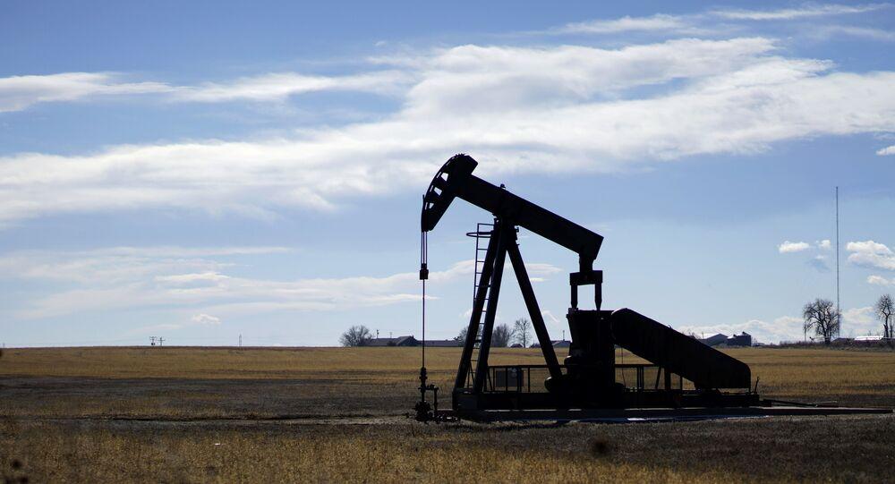 Poço de petróleo nas proximidades da cidade de Denver, nos EUA