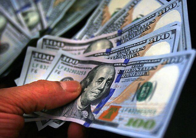 Dólar atinge maior cotação em dez anos