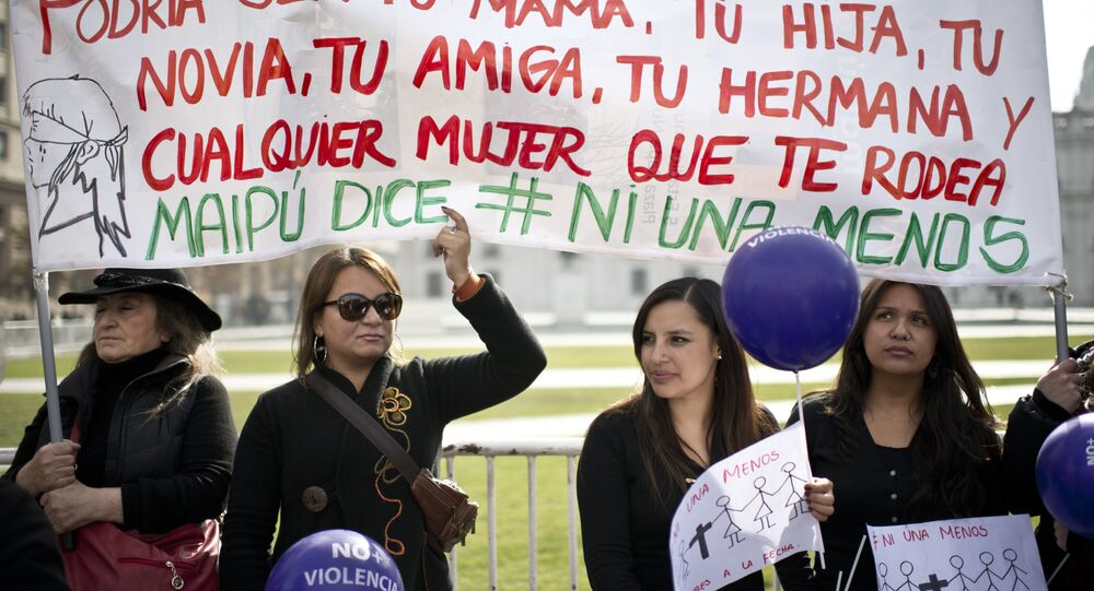 Mulheres protestam contra feminicídio em Santiago, no Chile