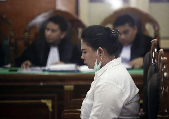 Meiliana, uma mulher de etnia chinesa, dentro de uma Corte distrital em Medan, na Indonésia.