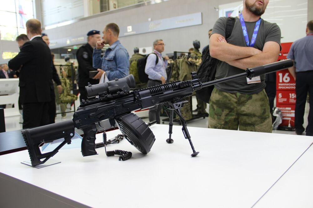 Fuzil do consórcio Kalashnikov é mostrado durante o fórum militar EXÉRCITO 2018