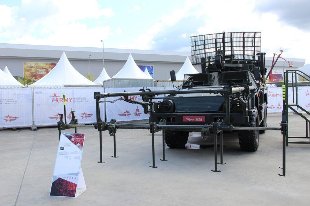 Veículo de desminagem remota Listva é mostrado durante o fórum militar EXÉRCITO 2018