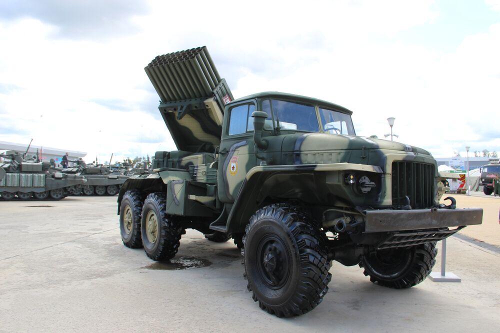 Lançador múltiplo de foguetes Grad é mostrado durante o fórum militar EXÉRCITO 2018