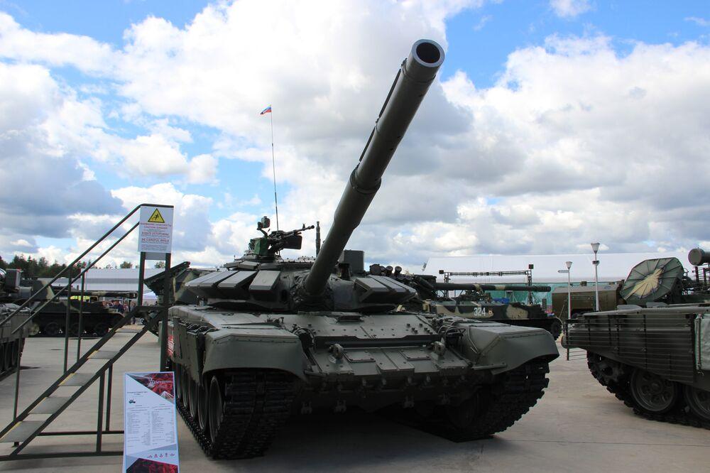 Tanque T-72B é mostrado durante o fórum militar EXÉRCITO 2018