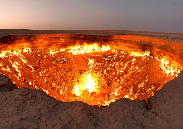 A Cratera de Darvaz, também chamada de Porta para o Inferno é um campo de gás natural localizado no Turcomenistão