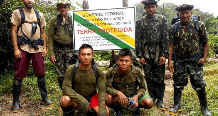 Expedição da Funai monitora indígenas isolados em mata densa da Amazônia