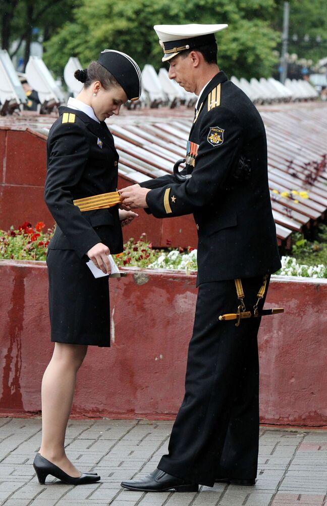 Jovem finalista do Instituto Naval do Pacífico Makarov durante a cerimônia da 73º curso de suboficiais e oficiais