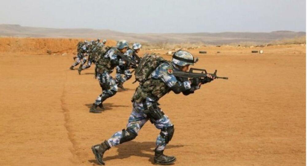 Tropas chinesas fora da nova base em Djibuti
