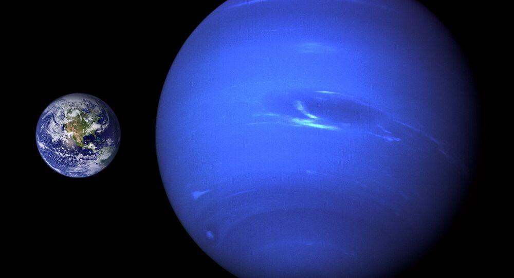 Terra e Netuno (comparação de tamanho)