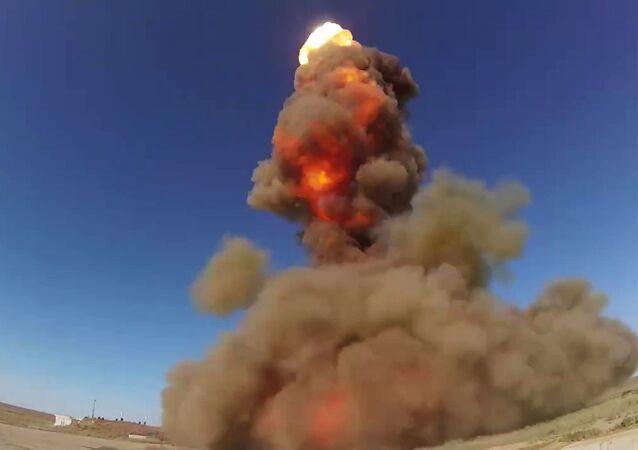 Lançamento do teste bem-sucedido de um novo míssil do sistema de defesa antiaérea no polígono de Sary Shagan, no Cazaquistão