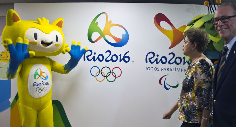 Mascotes das Olimpíadas de 2016 recebem a presidenta do Brasil, Dilma Rousseff, e o presidente do COB, Carlos Arthur Nuzman, durante encontro do comitê organizador, no Rio de Janeiro