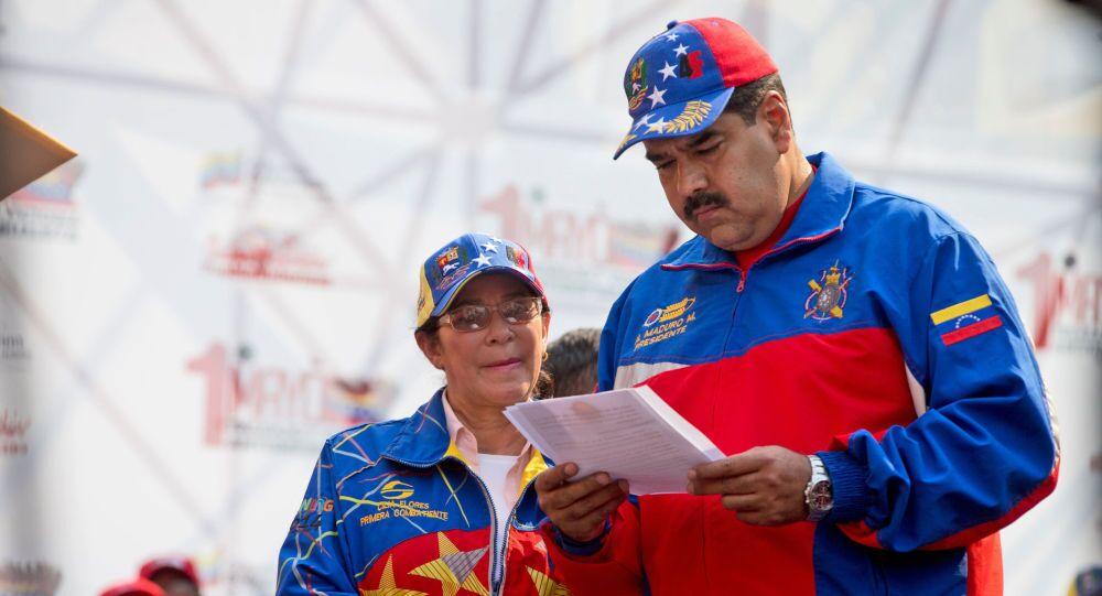 Nicolás Maduro com sua esposa Cilia Flores