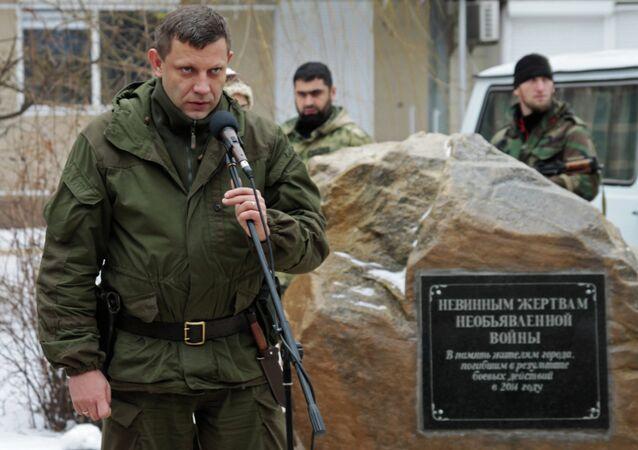 Líder da República Popular de Donetsk em visita à Gorlovka.