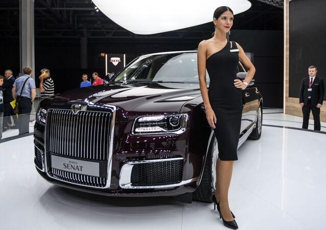 Модель на стенде компании Aurus на Московском международном автомобильном салоне 2018