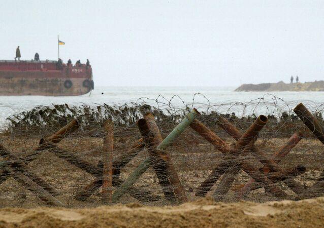 Guardas de fronteira ucranianos patrulhando o mar de Azov