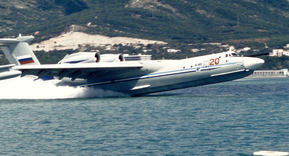 Avião anfíbio A-40 decolando da água (foto de arquivo)