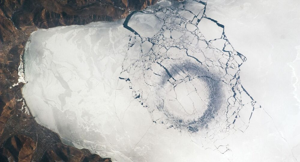 Imagem tirada do espaço do lago Baikal (sul da Sibéria), o maior lago de água doce da Ásia