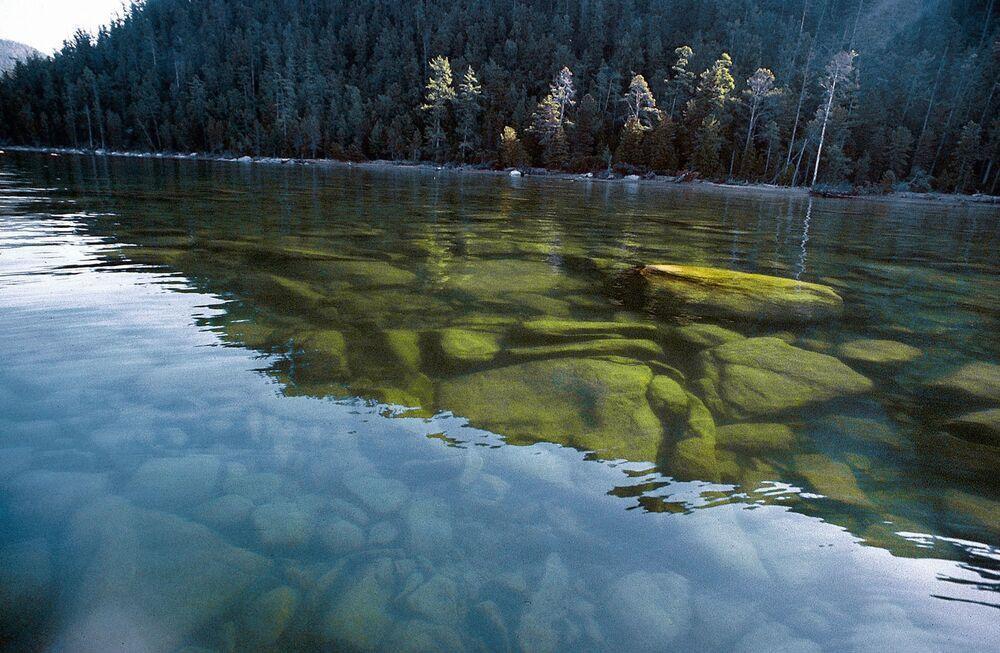 Reserva Natural Barguzin, onde se conserva a taiga e paisagens montanhosas incríveis, localizada no lago Baikal (Sibéria), o maior lago de água doce do planeta