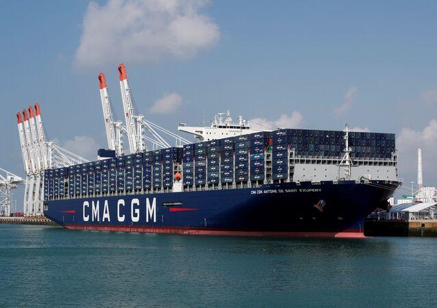 Navio de contentores francês CMA CGM Antoine de Saint Exupery durante sua inauguração oficial no porto de Le Havre