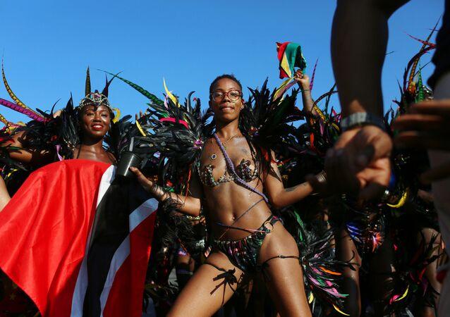 Participantes dançam durante desfile do Dia do Índio Ocidental no bairro do Brooklyn, em Nova York, EUA, em 3 de setembro de 2018