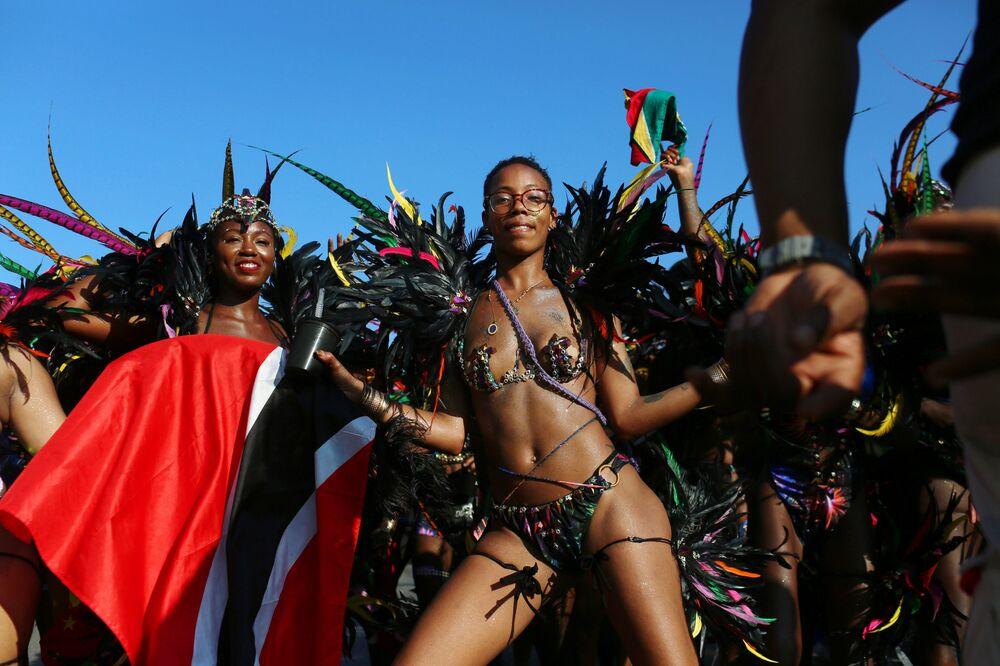 Participantes dançam em trajes durante o desfile do Dia do Índio Ocidental no bairro do Brooklyn, em Nova York, EUA, em 3 de setembro de 2018