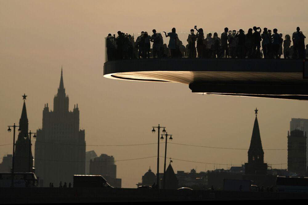 Pessoas no parque Zaryadye, em Moscou, Rússia, em 6 de setembro de 2018