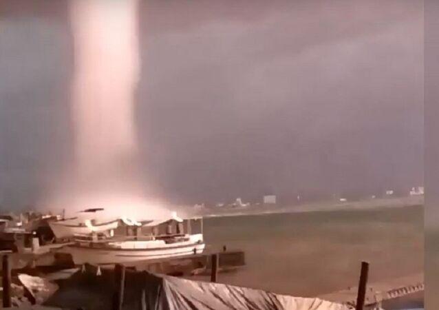 Apocalipse na Crimeia? Tornado incrível atinge costa oriental da península russa