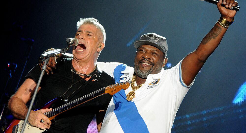 Mr. Catra com o cantor Lulu Santos no Rock in Rio 6, em 26 de setembro de 2015