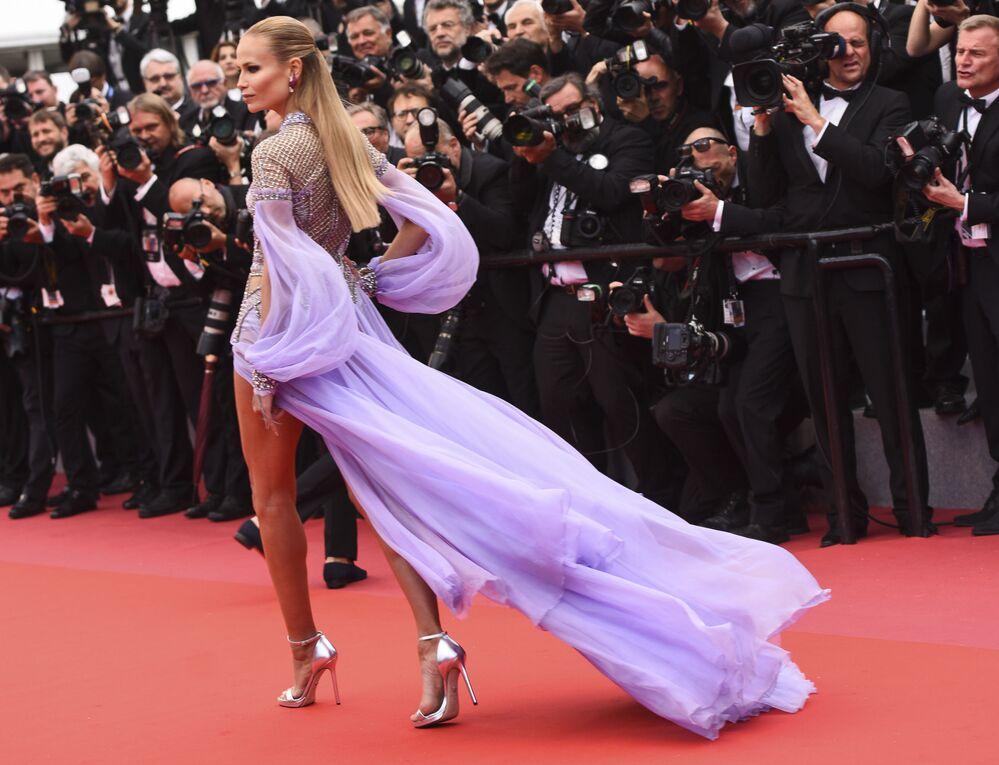 Atriz russa, Natasha Poly, no tapete vermelho no 71º Festival Internacional de Cinema de Cannes, na França