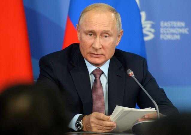 O presidente russo, Vladimir Putin, discursando no IV Fórum Econômico do Oriente, na cidade de Vladivostok