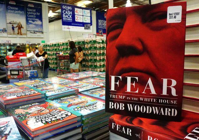 O último livro do veterano jornalista Bob Woodward, Medo: Trump na Casa Branca (tradução livre), à venda no lançamento em uma loja da Costco em Alhambra.