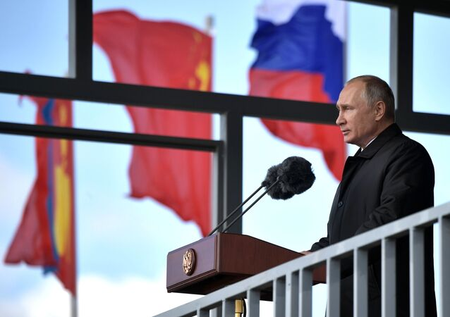 Presidente russo Vladimir Putin faz discurso para os participantes das manobras militares Vostok 2018