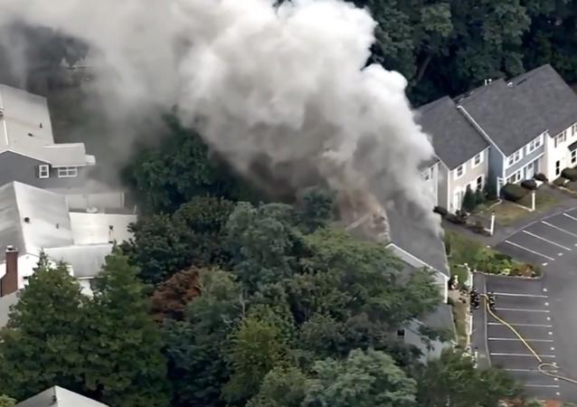 Incêndios atingiram vários imóveis em Massachusetts, nos EUA, após supostas explosões provocadas por vazamentos de gás na região