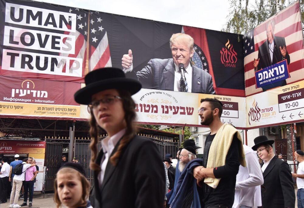 Peregrinos hassídicos chegam à cidade de Uman para a celebração do Rosh Hashaná (Ano Novo judaico)