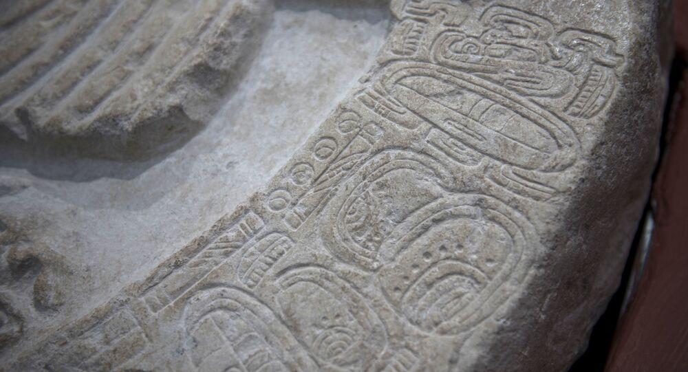 Altar de quase 1,5 mil anos encontrado no sítio arqueológico maia La Corona, Guatemala (foto de arquivo)