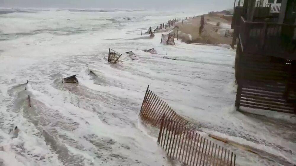 Furacão Florence atingindo o litoral da Carolina do Norte, povoado de Avon