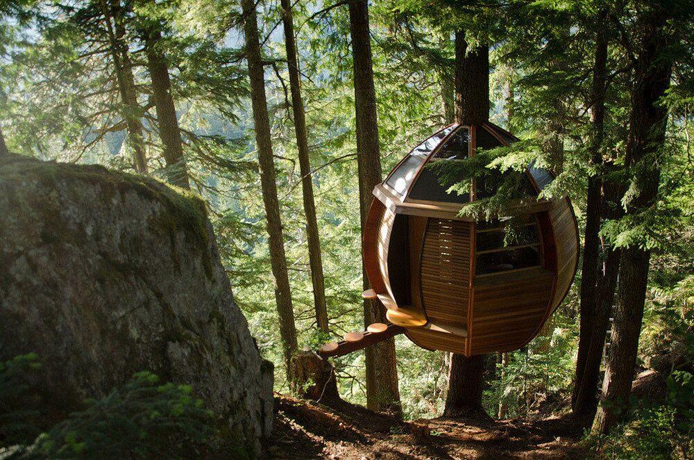 HemLoft é uma construção secreta privada que foi construída em uma árvore em Whistler, no Canadá