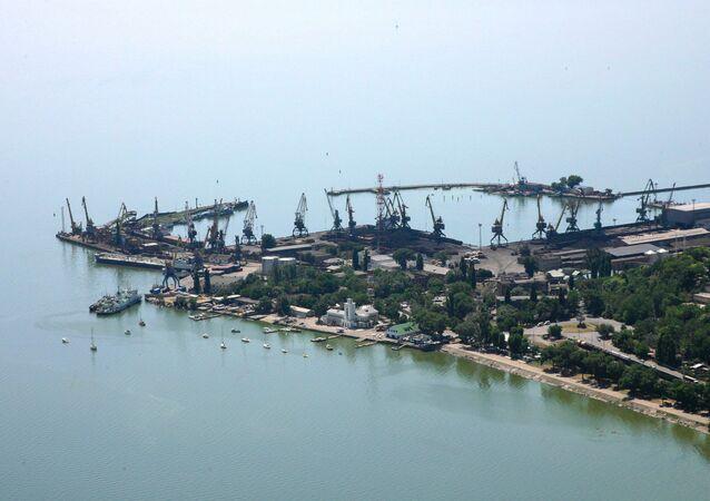 Um porto do mar de Azov