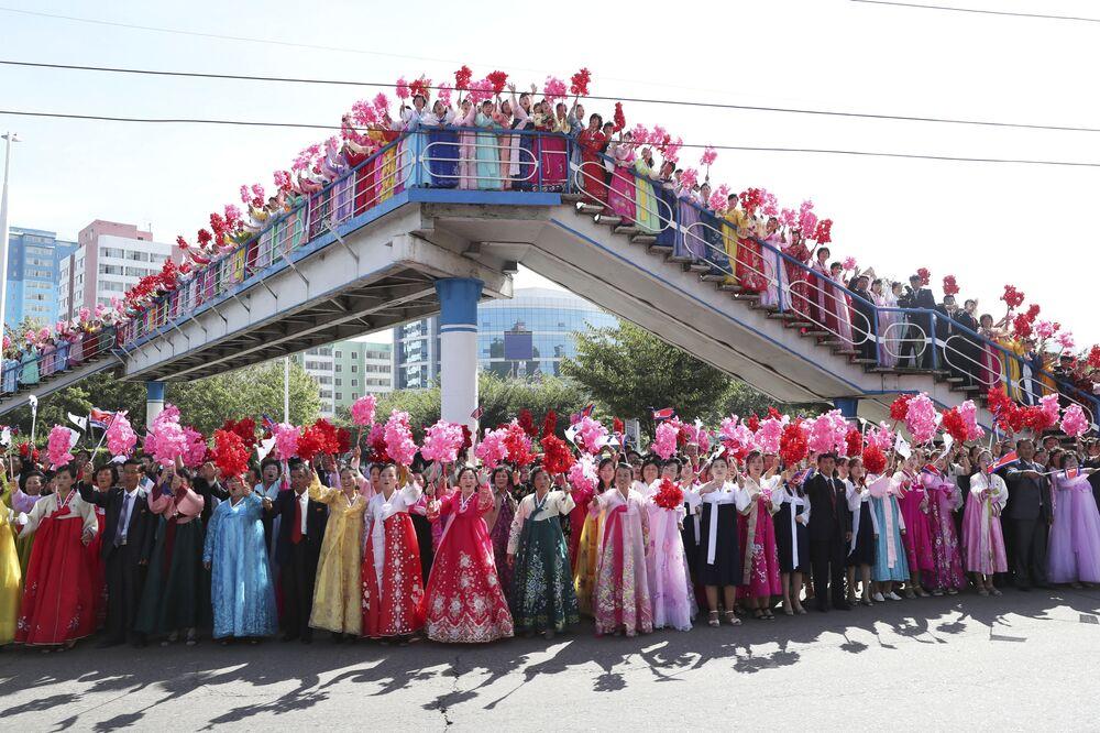 Coreanos dão boas-vindas ao presidente da Coreia do Sul, Moon Jae-in, e ao líder norte-coreano Kim Jong-un