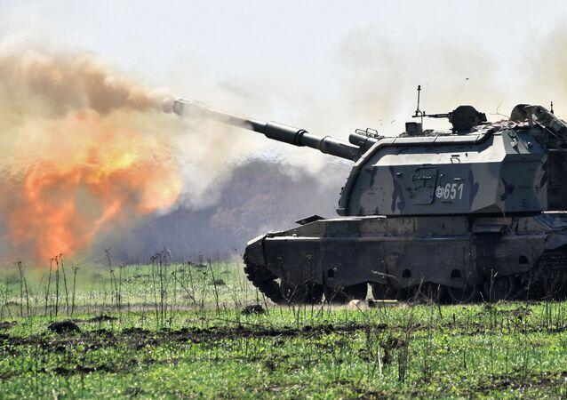 Tanque Msta durante exercício da artilharia tática no campo de treinamento de Molkino, em Krasnodar
