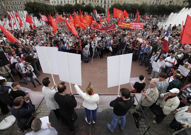 Em São Petersburgo, Rússia, um protesto do Partido Comunista da Federação da Rússia contra a reforma da Previdência no país.