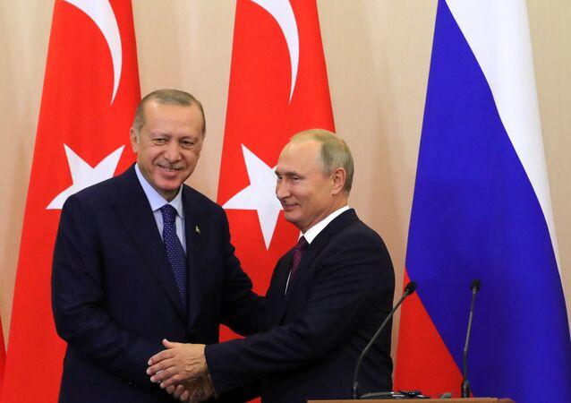 Presidente russo Vladimir Putin durante encontro com seu homólogo turco Recep Tayyip Erdogan em Sochi, 17 de setembro e 2018