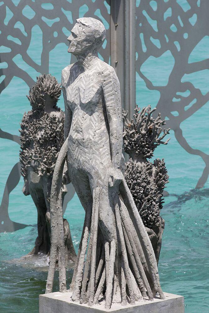 Obra exposta nas Maldivas, dentro da galeria Coralarium, do escultor britânico Jason deCaires Taylor