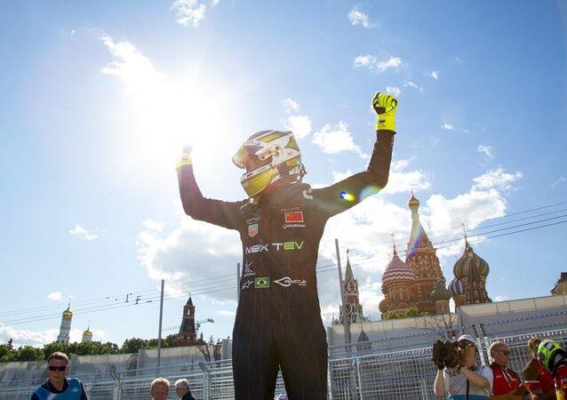Nelsinho Piquet vence corrida da Fórmula E em Moscou