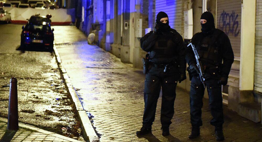 Agentes belgas em operação antiterrorista em Verviers, na Bélgica, em 15 de janeiro