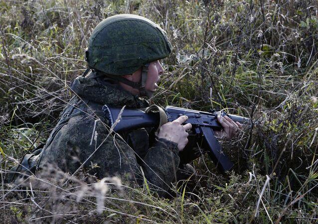 Militar russo monta emboscada no âmbito dos exercícios das Tropas Aerotransportadas do Exército russo