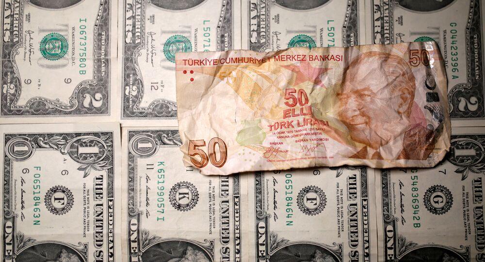 Dólares norte-americanos e liras turcas