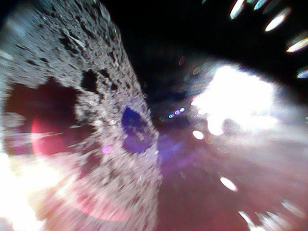 Asteroide 162173 Ryugu capturado em movimento pela sonda japonesa Rover-1A